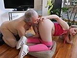 Dziadek lubi młodsze